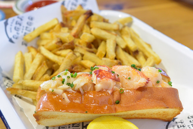 LOBSTER ROLL hot with drawn butter, french fries