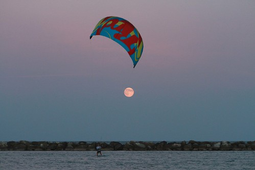 Veleggiare verso la luna. by Claudio61 una foto ferma un ricordo nel tempo