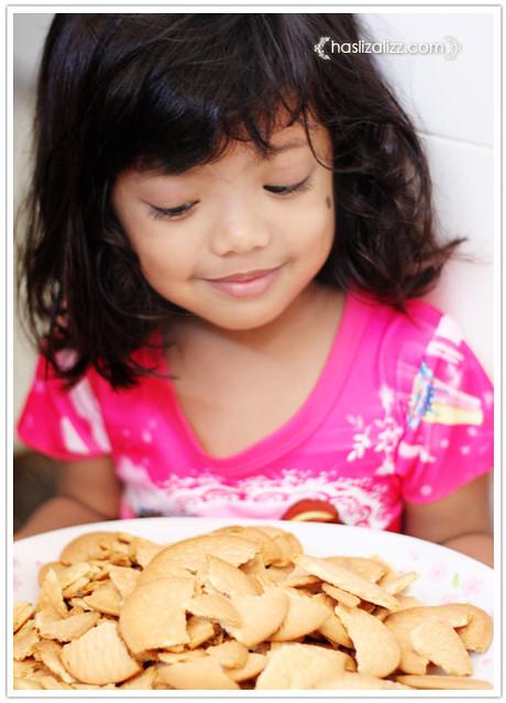 10002236546 41d850f012 z cara buat kek batik simple dan sedap | resepi kek batik milo sedap