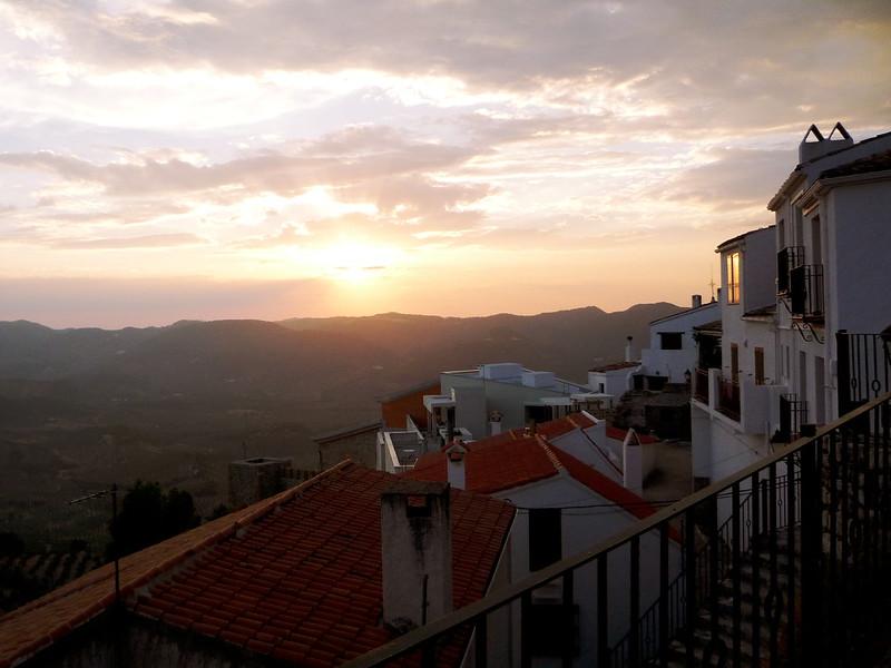 Abendstimmung in Segura de la Sierra unterhalb der Burg