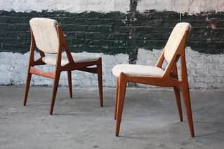 Absolute Arne Vodder Danish Mid Century Modern Swivel Back Teak Dining Side Chairs (Denmark, 1950s)