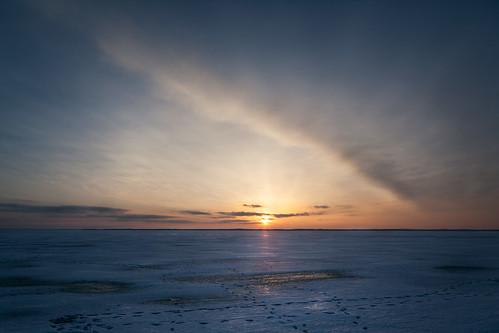 blue winter sunset sky lake ice clouds finland joensuu pielinen