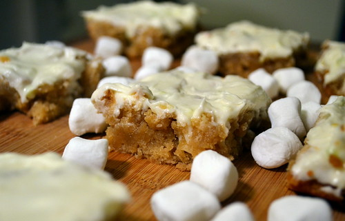 gooey marshmallow blondies