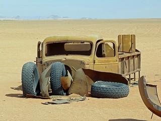 Camión Chevrolet de la II Guerra Mundial atrapado en el desierto Líbico (Egipto)