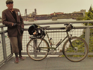 The Self-portrait of the exhausted Tweed Ride leader, yesterday at 7 pm, heading home. Thanks to everyone who came out! #selfportrait #burnsidebridge #steelbridge #pdxtweed #tweedpdx #tweedride #tweedridepdx #tweedridepdx2017