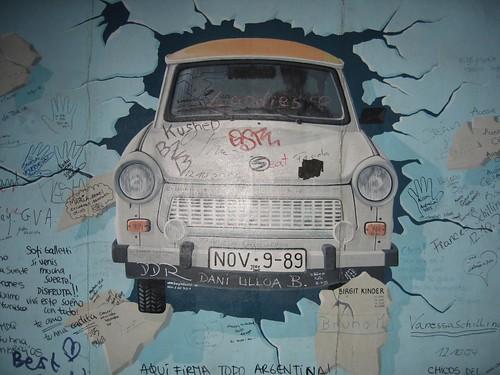 Foto de pintura en el Muro de Berlín
