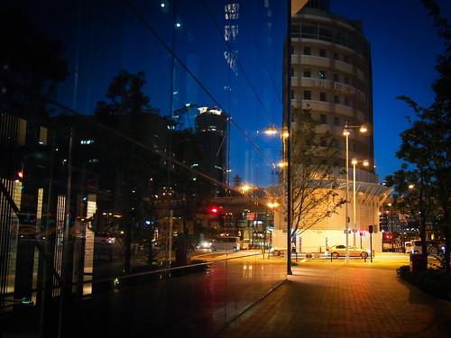 light sunset reflection japan night streetlamp olympus panasonic 大阪 osaka magichour omd nakanoshima 中之島 festivalhall em5 20mmf17