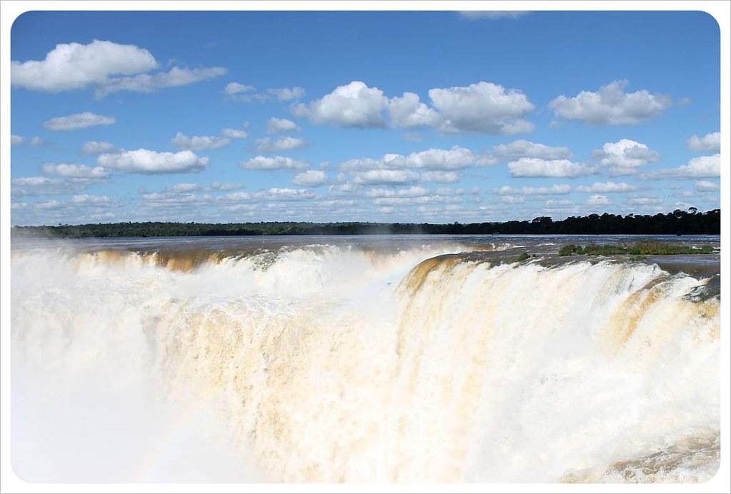 iguazu falls garganta del diablo close-up