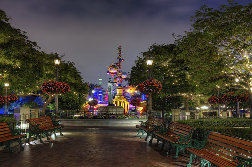 statue hub mainstreet disneyland anaheim tomorrowland hdr partners mainstreetusa disneylandresort