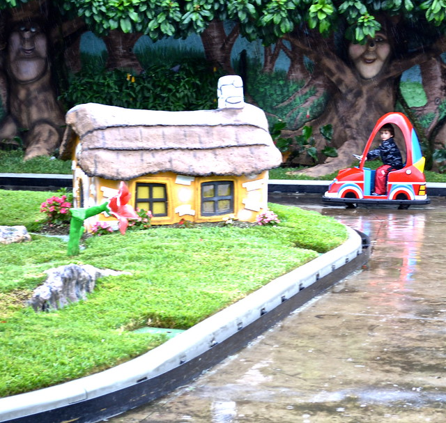 9733087493 3956826c71 z IRTRA, Guatemala   Theme Park on a Rainy Day   Kids Still Have a Blast