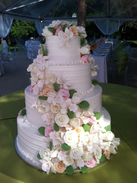 wc-flowers-around-wedding-cake