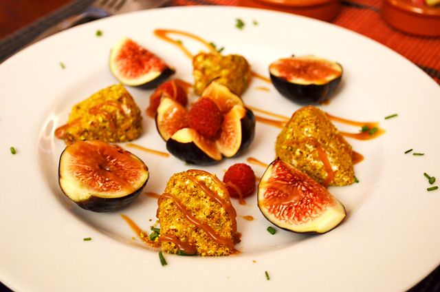 Black figs and goat cheese, Le Bistro de Pierrerue, Pierreue, Provence, France