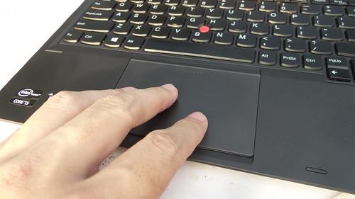 TrackPad ของ Lenovo ThinkPad Helix ใหญ่ ใช้สะดวกดี