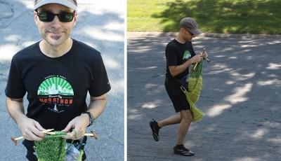 Uběhl maraton a při tom upletl šálu dlouhou 3,6 metru