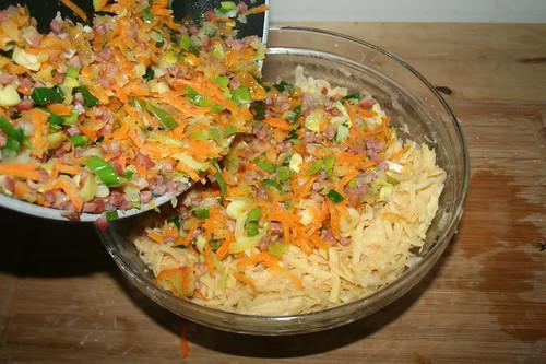 23 - Speck & Gemüse hinzufügen / Add bacon & vegetables