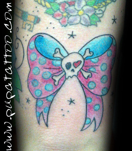 Tatuaje moña Pupa Tattoo, Granada by Marzia PUPA Tattoo