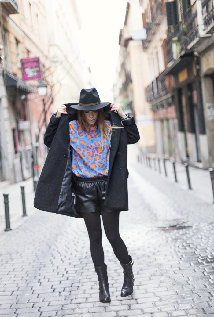 street style barbara crespo eleven paris tshirt colors hat fashion blogger outfit