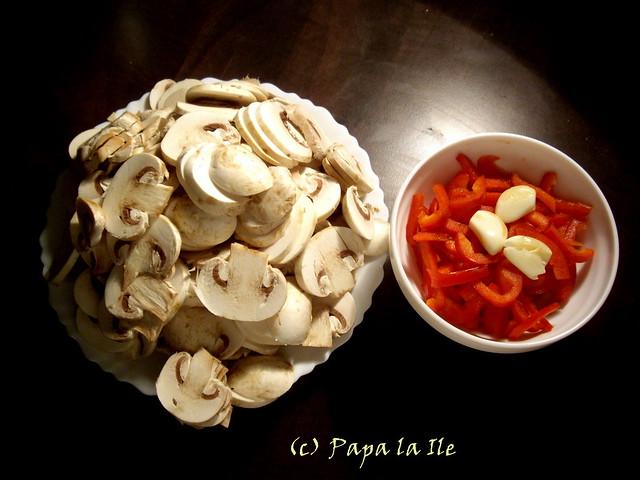 Penne cu ciuperci, ardei si brie (2)