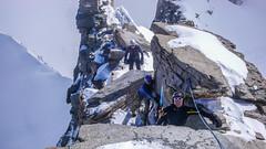 Na szczyt Gran Paradiso 4061m wspinaja sie Marek, Kamil, Paweł i Piotr, ja asekuruje.