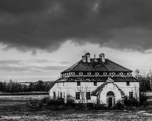 Old abandoned House B&W