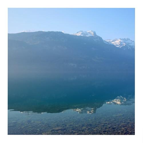 brienz berneseoberland switzerland schweiz suisse svizzera sky reflection reflektion bern bernese berner berne berge brienzer brienzersee see lake lac water wasser himmel blau blue oberland