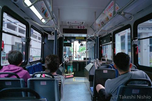 カイルア行きのバスの車内 / Inside of the bus to Kailua