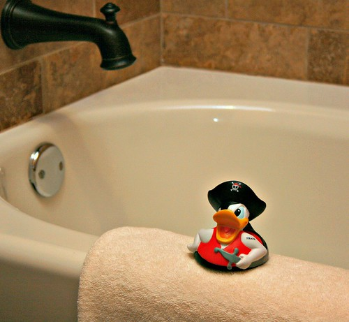Pirates Suite guest bath