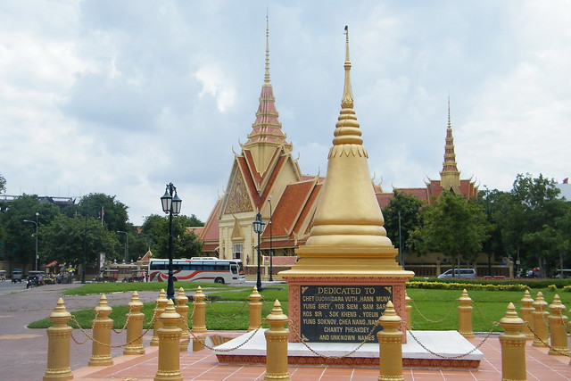 Phnom Penh - Monument March 30, 1997