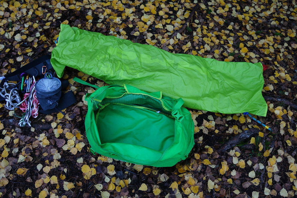 DMM Classic Rope Bag | Tarp and all gear out