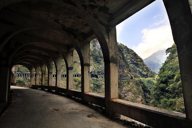 銅門明隧道