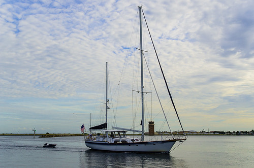 Sailboat coming into St. Petersburg Yacht Club from Tampa Bay