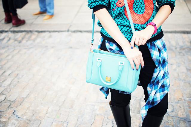 Lfw streetstyle turquoise bag
