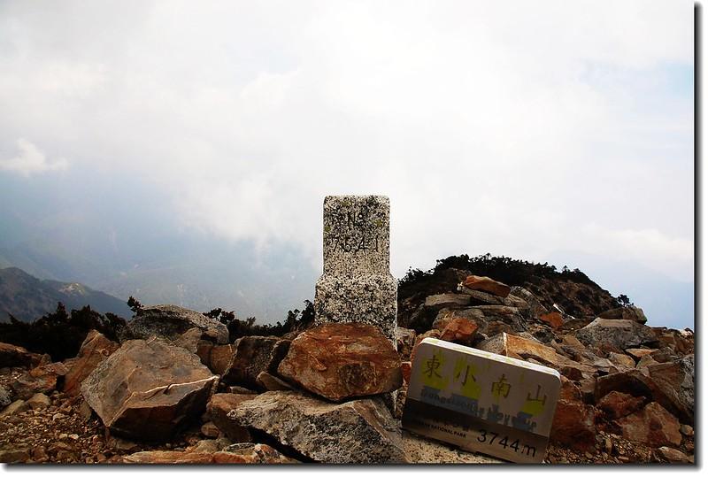 玉山東小南山三等三角點(#7541 Elev.3711 m)
