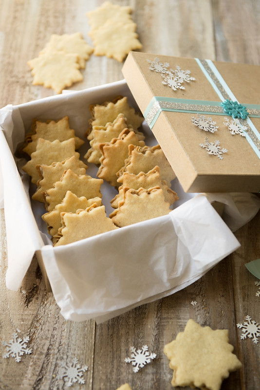 Vanilla Cardamom Snowflake Cookies & 100 of the best cookie recipes for Christmas | PasstheSushi.com