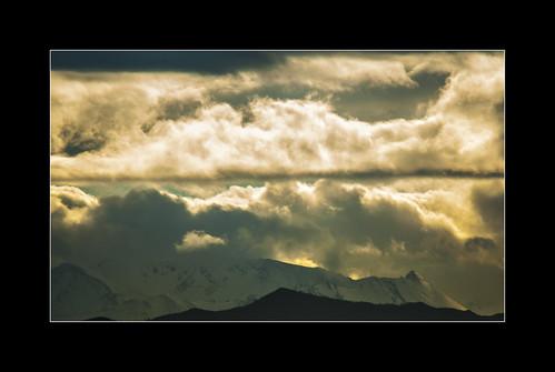 Batalla de nubes by Argayu