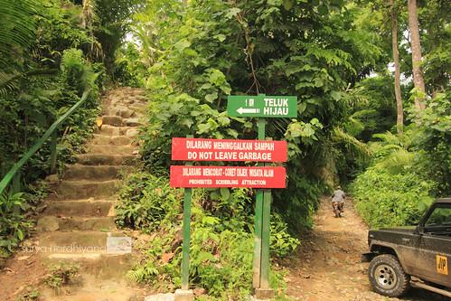 Papan Petunjuk Jalan menuju Teluk Hijau, Banyuwangi