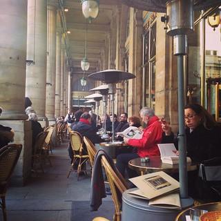 Le Nemours, Café à Paris