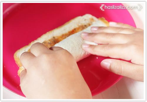 12438737615 0acc029e20 o roti sardin gulung goreng untuk adik |  resepi roti Gulung Sardin