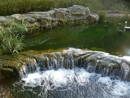 park island hongkong waterfall pond