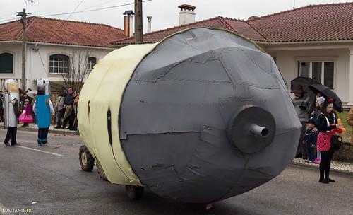 Char improbable : c'est une réserve de gaz pour briquets. Briquets que vous pouvez apercevoir au fond.