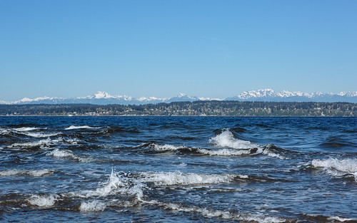 discoverypark seattle waves pugetsound water olympicmountainrange landscape scenic bluesky canon pnw day clear canoneos5dmarkiii canonef2470mmf28lusm yextwashington