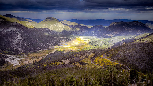 autumn wildwest natureview travelphotography goldenhour day bracketing hills 35mm bracketed rays trees rockymountainsnationalpark tripod road tree peak landscapephotography ray theunforgettablepictures sky dark usa colorful trailridgeroad valley view beautiful amazing landscape f11 clouds amateurphotography nationalpark mountains rainbowcurveoverlook overcast canoneos6d rocks daylight naturephotography plains nature paradise viewingpoint scenery sunrays rock forest canonef2470mmf28liiusm colorado colors iso100 woods hdr wilderness mountain