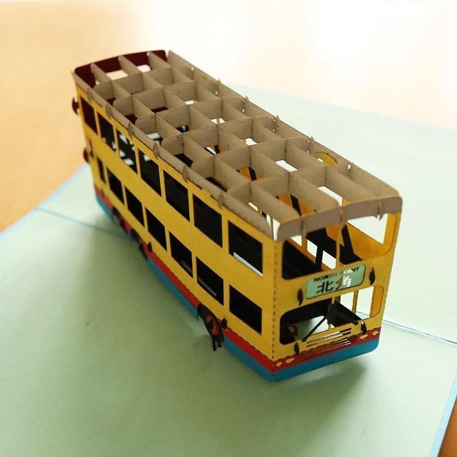 香港の二階建てバスが飛び出す、ポップアップカード。こういうの見ると、自分でもつくりたくなるよね。 #アガる香港