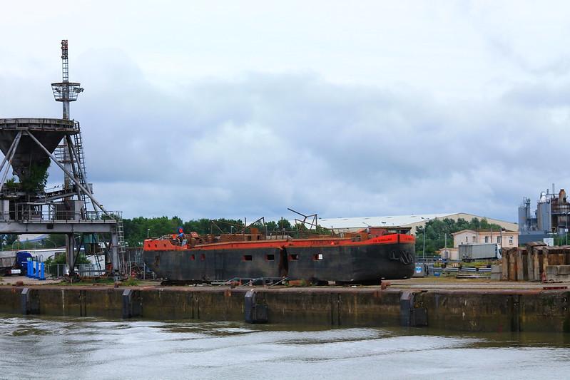 LA SORELLINA sur le quai de réparation de Bassens - ©www.bordeauxpaquebots.com