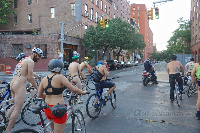 naturist 0012 World Naked Bike Ride 2013, New York, USA