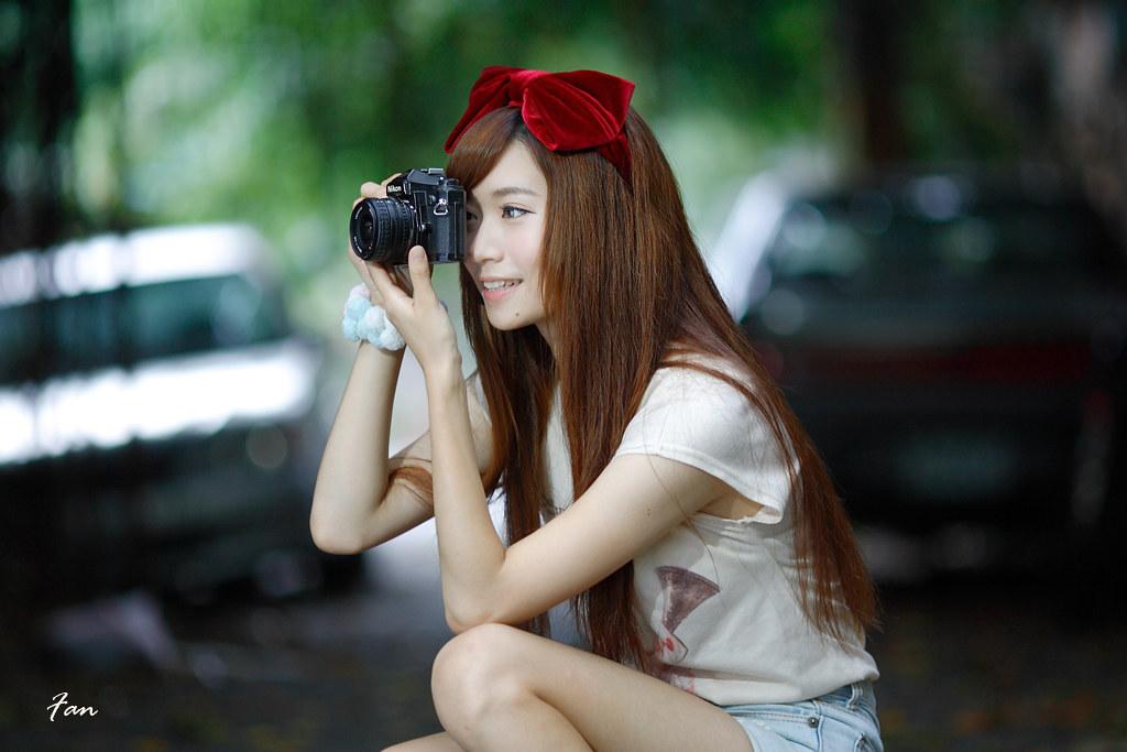 写真正の隣の女の子
