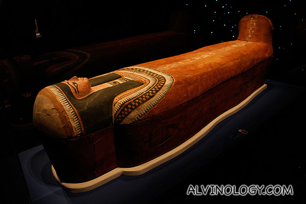 Coffin with a simpler motif on the lid