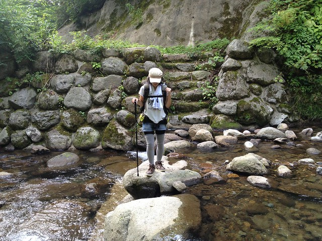 八反滝遊歩道 渡渉