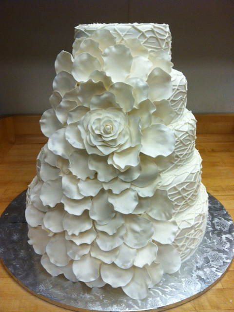 wc-white-flower-petals-wedding-cake