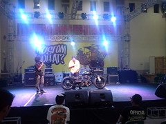 on stage at kustomfest 2013